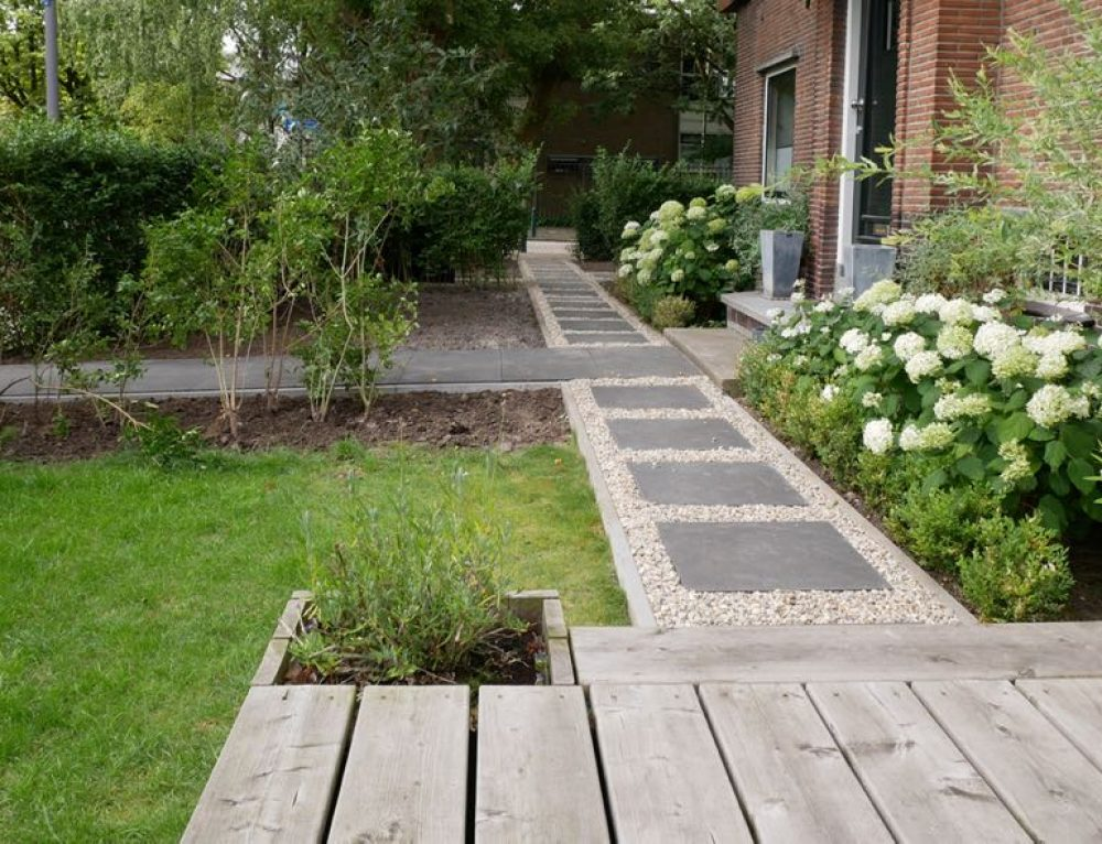 Klassieke tuin met moderne invloeden