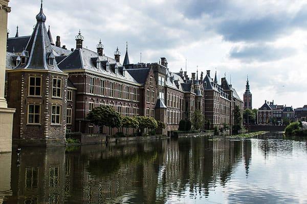 Binnenhof Den Haag waar wij tevens ook bomen kappen